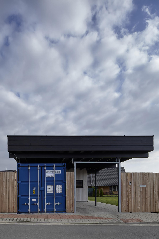Galeria De A Casa Cercada Mj Lk Architekti 3