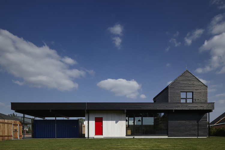 The Fence House / Mjölk architekti, © BoysPlayNice
