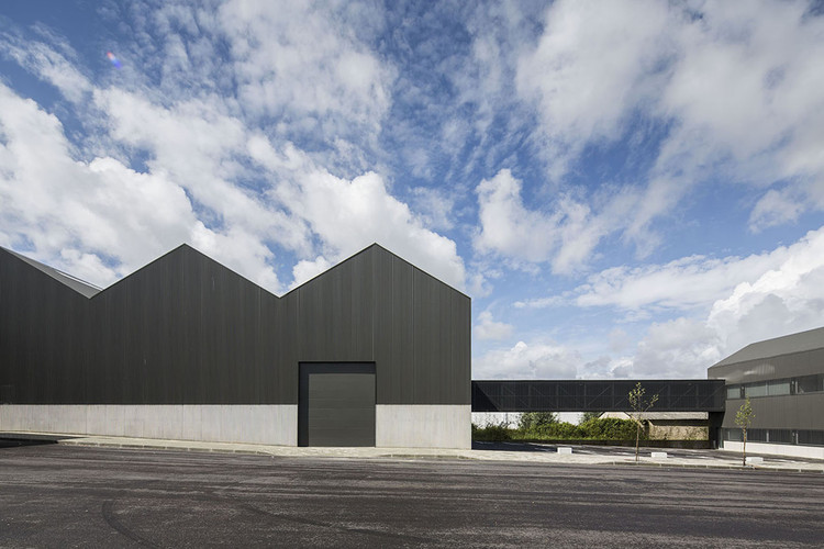 Ad Mia Office Building And Industrial Warehouse Jo O Mendes Ribeiro Archdaily