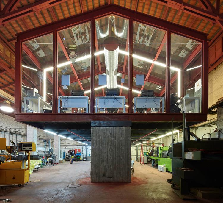 Glass Gallery at the Kadar Media Lab Building / Geotectura Studio, © Lior Avitan