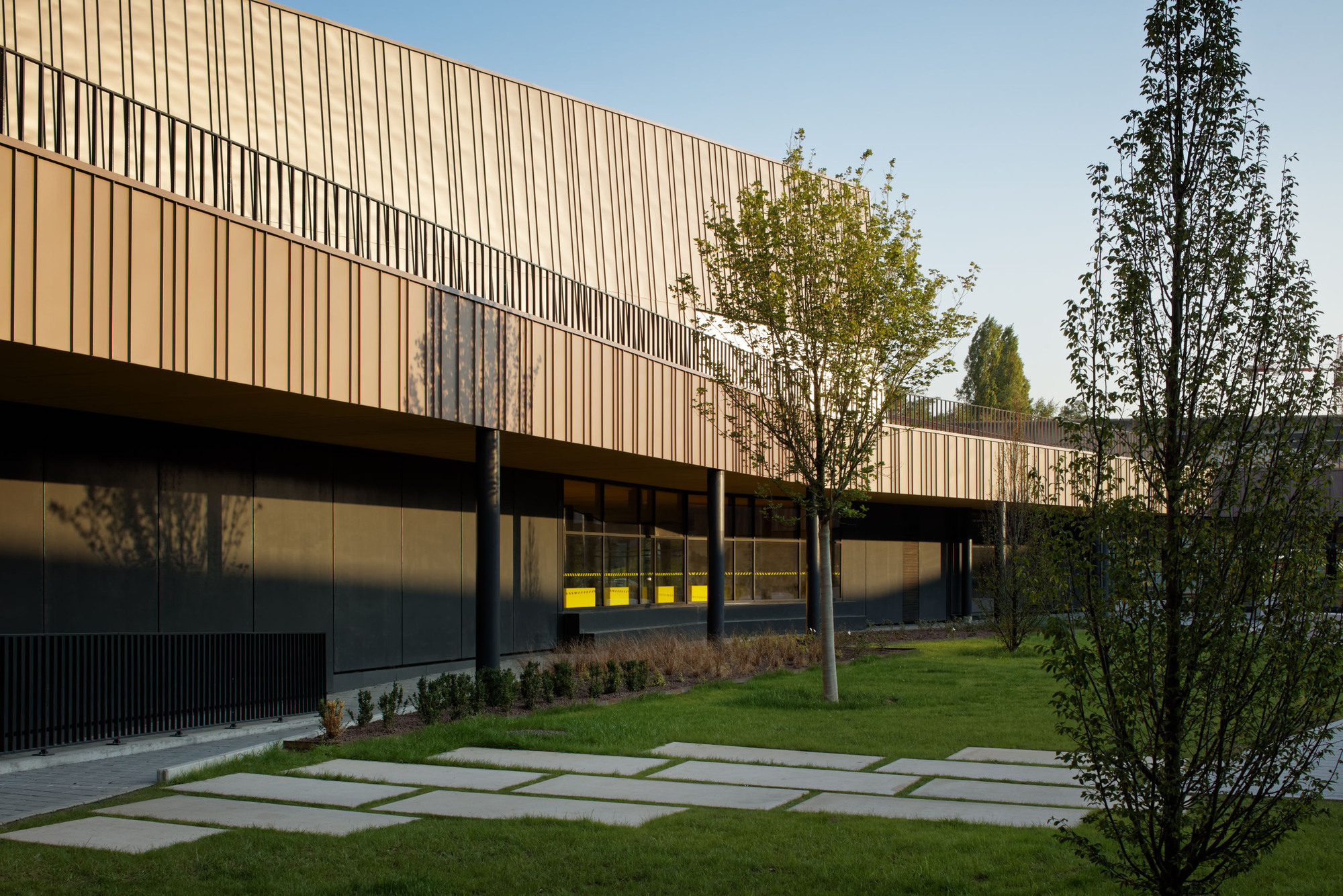 gallery of moulins lower secondary school and cultural center chartier dalix architectes 20. Black Bedroom Furniture Sets. Home Design Ideas