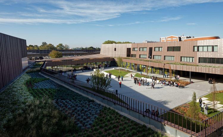 Moulins Escuela Secundaria Inferior y Centro Cultural / Chartier Dalix Architectes, © Takuji Shimmura