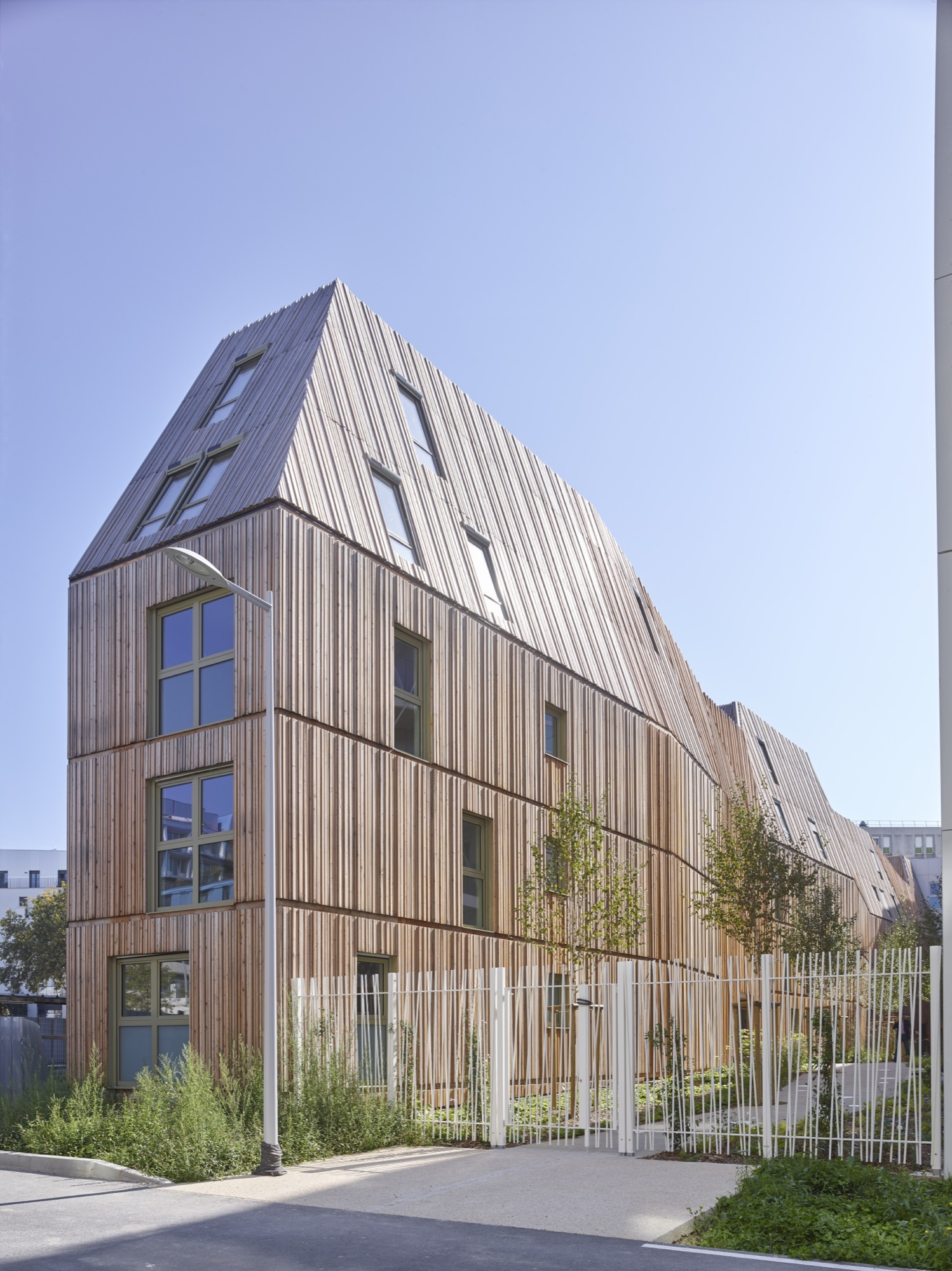 Gallery of rive seine tetrarc architects 5 for Modern mansard roof