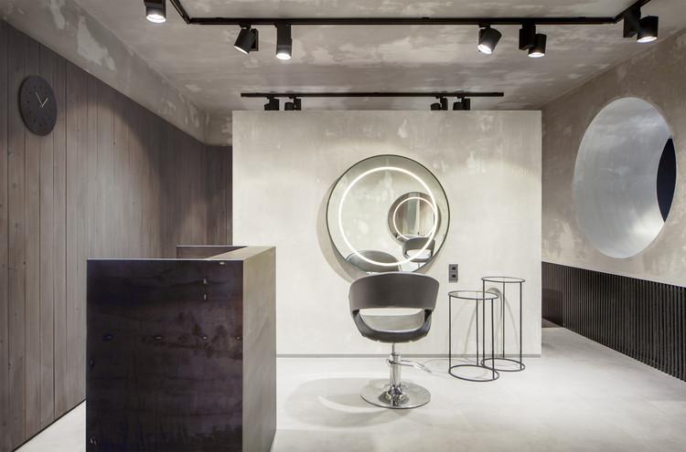 Beauty Salon Numero Uno / MEL , © Pavel Chaunin