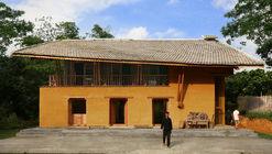 Alojamento e Residência Comunitária Nam Dam / 1+1>2 Architects