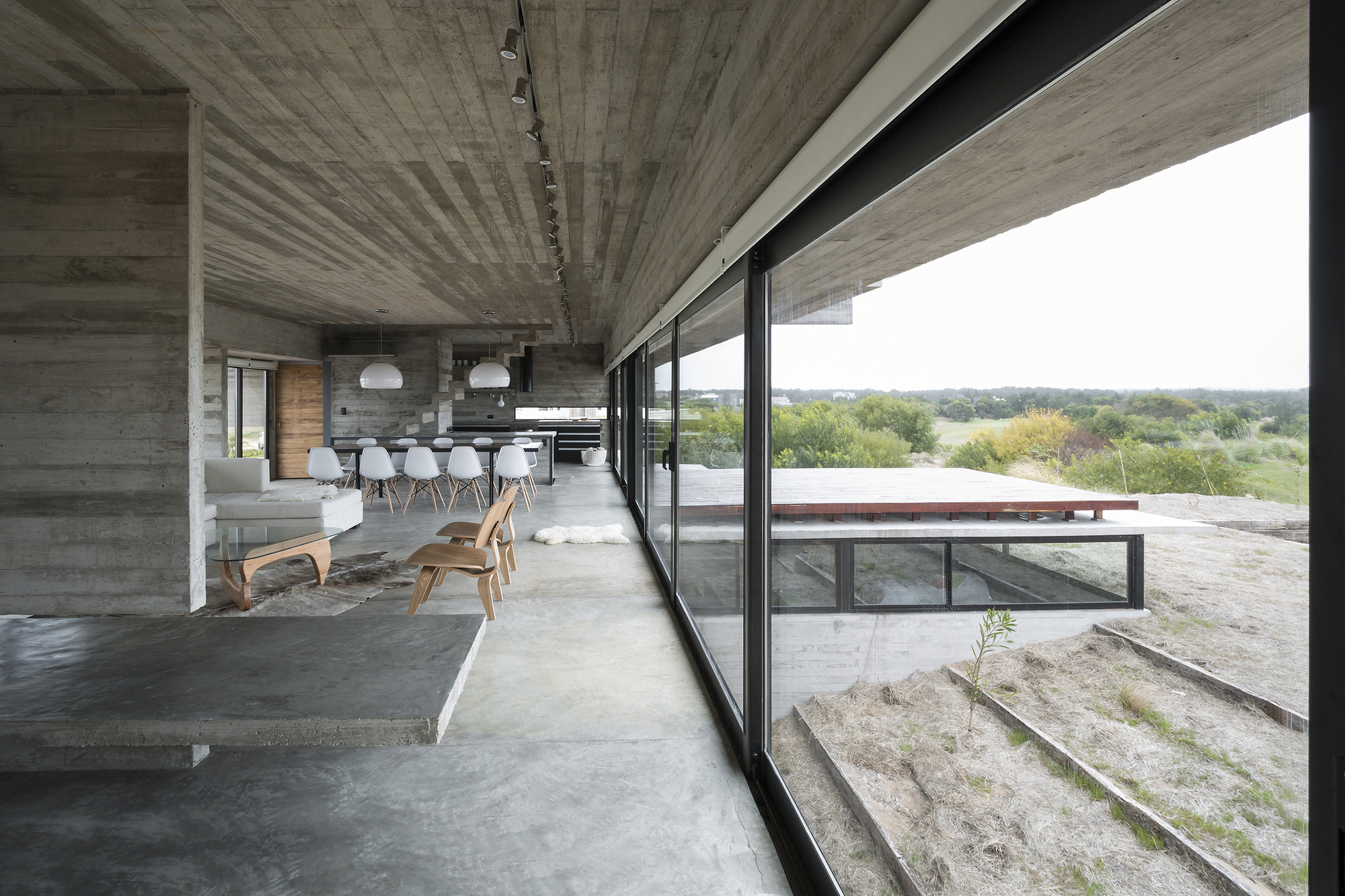 Gallery of golf house luciano kruk arquitectos 17 - Beton sol interieur ...