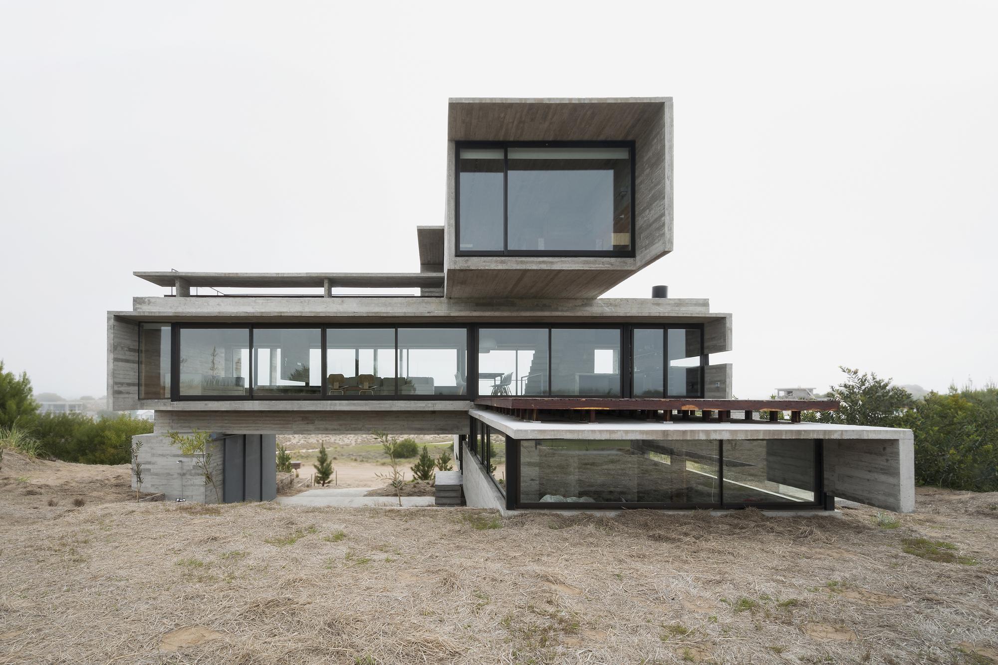 Gallery of golf house luciano kruk arquitectos 1 for Arquitectos para casas