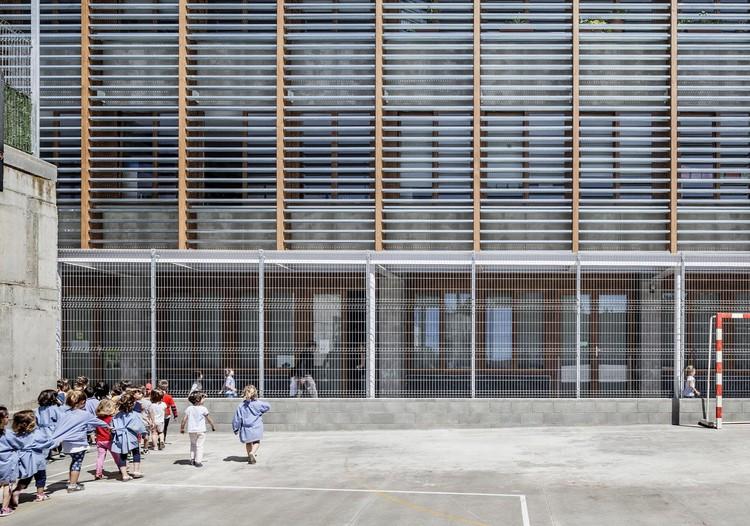 Reforma De L'escola 906 A Sabadell  / H Arquitectes, © Adrià Goula