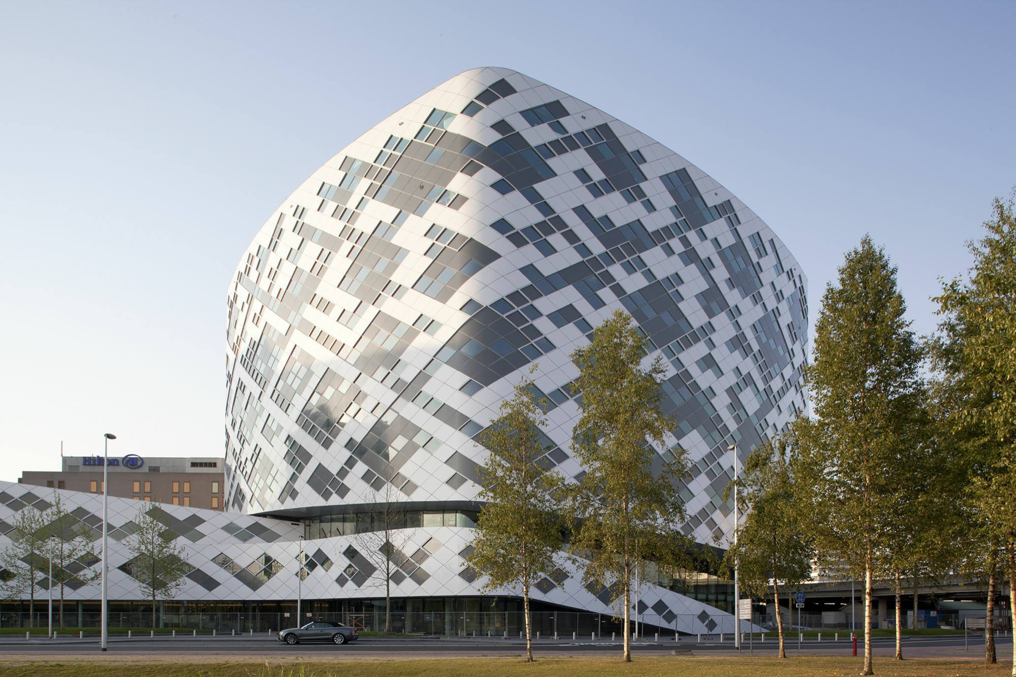Gallery of hilton amsterdam airport schiphol mecanoo 2 for Hotel amsterdam cube