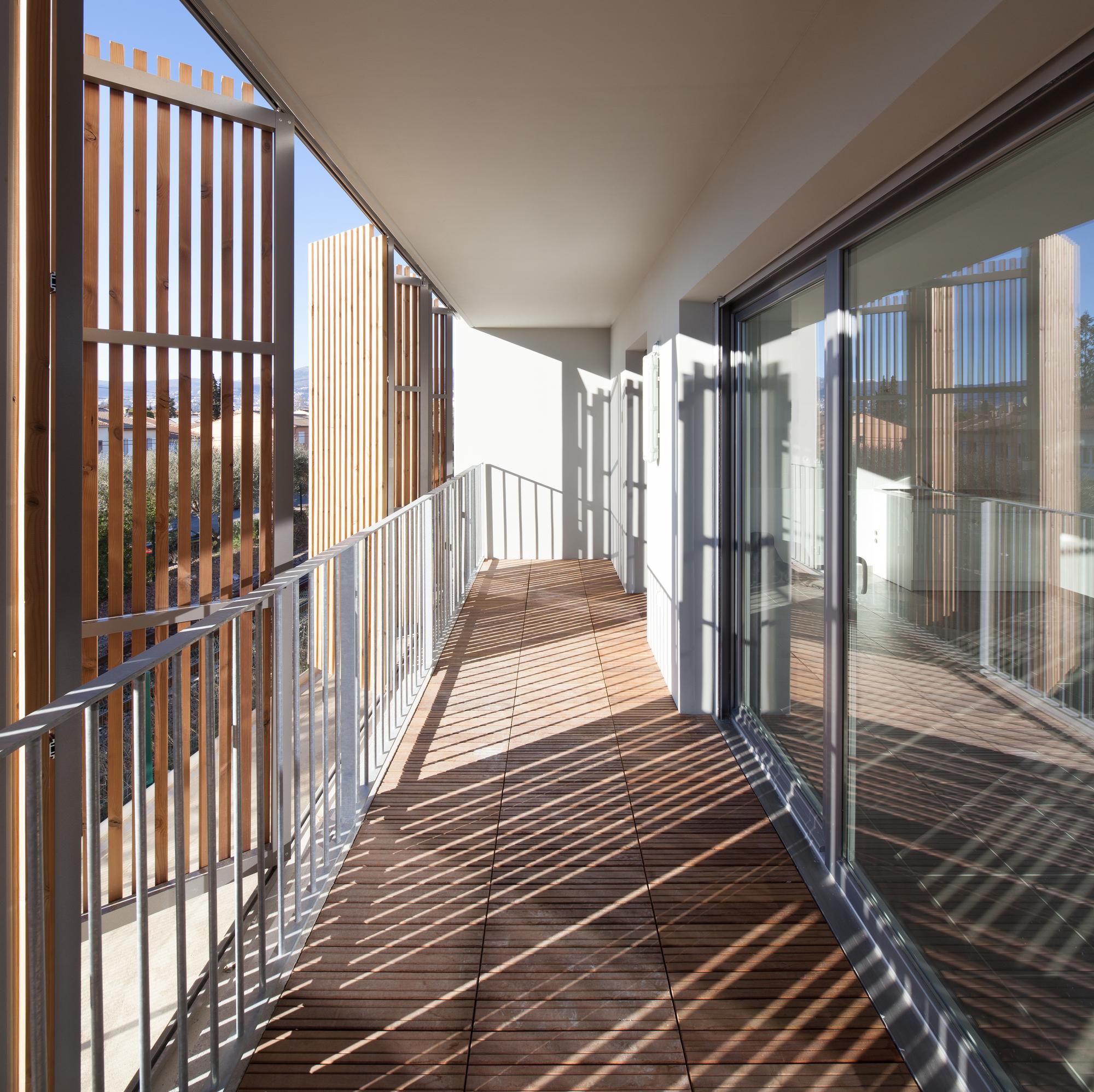gallery of social housing shops in mouans sartoux comte et vollenweider architectes 23. Black Bedroom Furniture Sets. Home Design Ideas