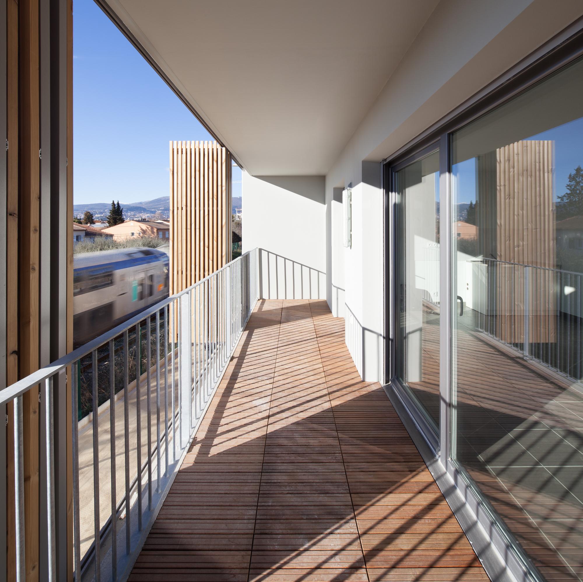 galer a de vivienda social tiendas en mouans sartoux comte et vollenweider architectes 14. Black Bedroom Furniture Sets. Home Design Ideas