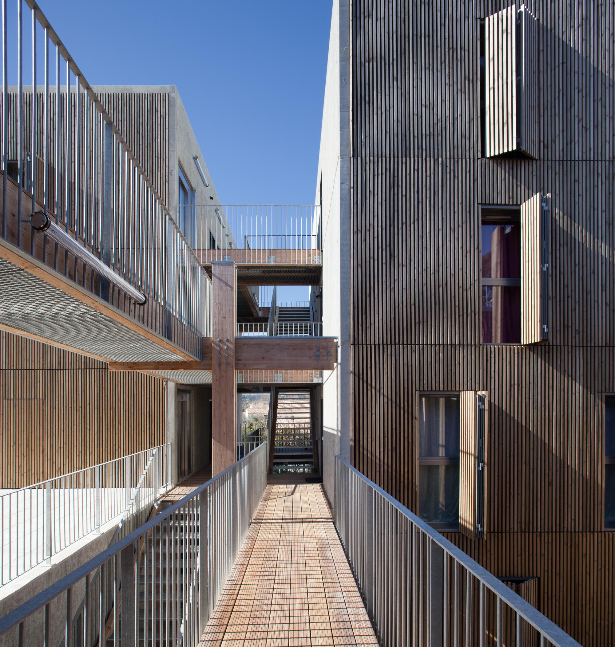 social housing shops in mouans sartoux comte et vollenweider architectes archdaily. Black Bedroom Furniture Sets. Home Design Ideas