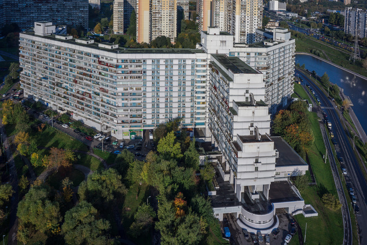 Complejo Habitacional en Severnoye Chertanovo / M. Posokhin + L. Dubek. Imagen © Denis Esakov y Dmitry Vasilenko