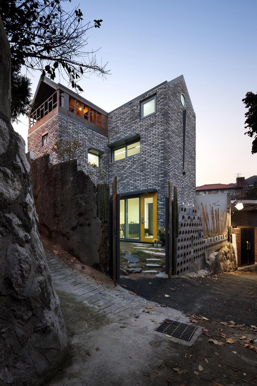 Blooming House with Wild Flowers / studio GAON, © Youngchae Park