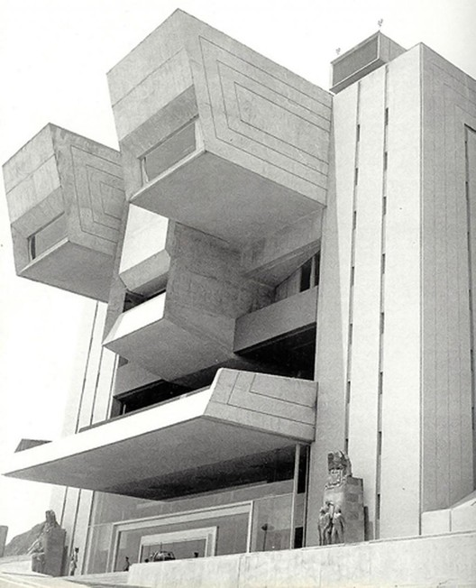 Clásicos de Arquitectura: Heroico Colegio Militar / Agustín Hernández + Manuel González Rul, vía noticias.arq.com.mx