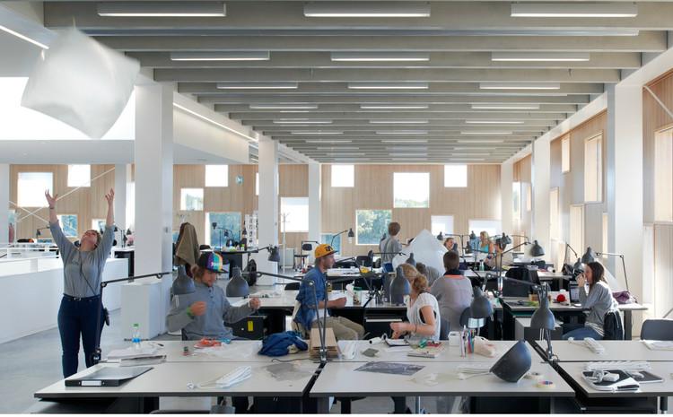 Uno de cada cuatro arquitectos españoles jóvenes trabaja en el extranjero, Estudiantes de arquitectura trabajando. Image ©  準建築人手札網站 Forgemind ArchiMedia [Flickr], bajo licencia CC BY-NC-ND 2.0