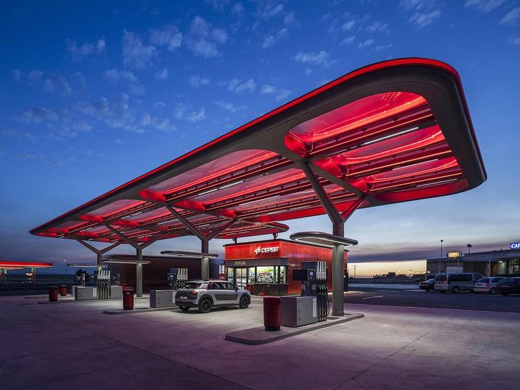 Estación de Servicio CEPSA / Saffron Brand Consultants  + Malka+Portús arquitectos, © Montse Zamorano