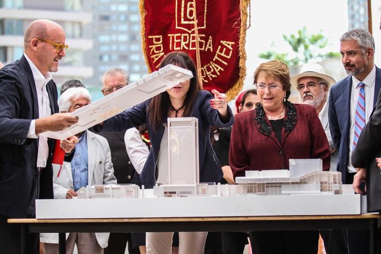 Presidenta Michelle Bachelet en ceremonia de primera piedra de etapa final de GAM. Image Cortesía de Consejo Nacional de la Cultura y las Artes