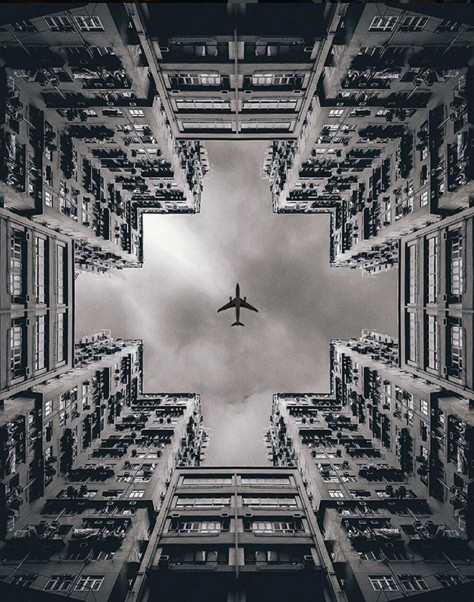 The Beauty of Symmetry in 12 Photos, Hong Kong. Image © @andreknot [IG]
