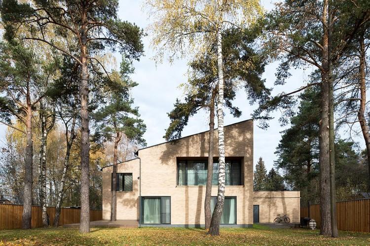 Villa Rastorguyevo / Gikalo Kuptsov Architects, © Ilya Ivanov