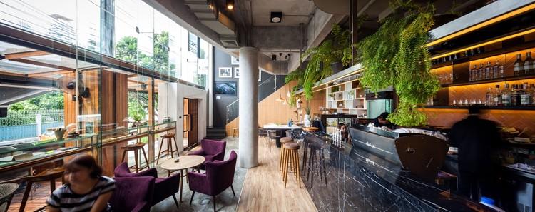Storyline Cafe / Junsekino Architect And Design, © Spaceshift Studio