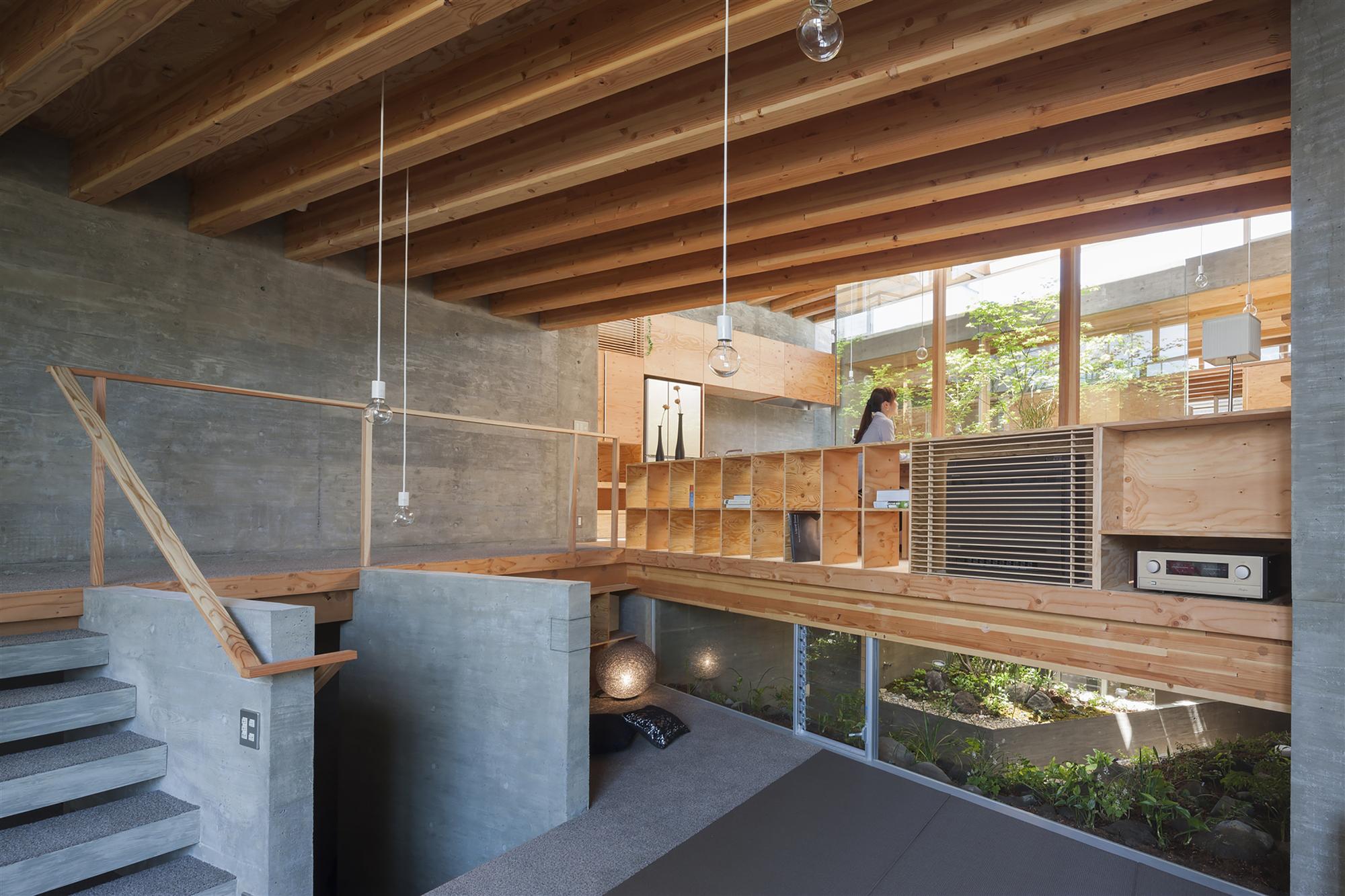 Gallery of shrimp uid architects 12 for Piani di casa con giardino interno