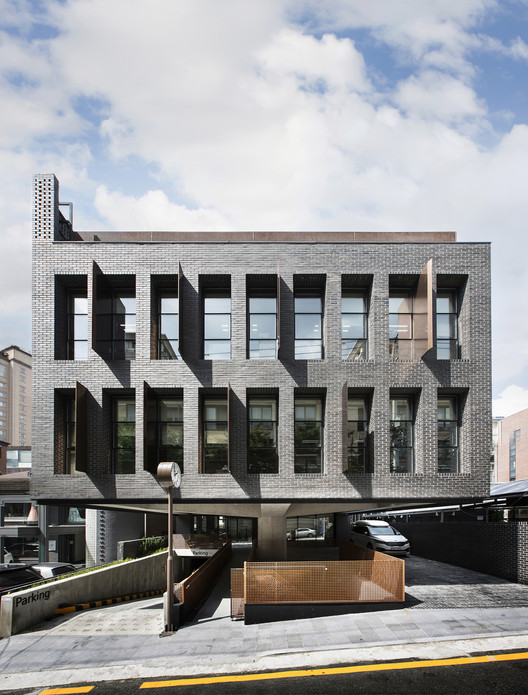 SJ Office Building  / Le Sixieme, © Kim Jaeyoon