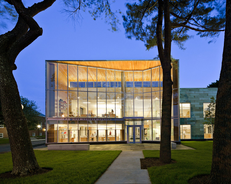 Milton Academy Pritzker Science Center / William Rawn Associates, Architects, Inc.. Image via AIA
