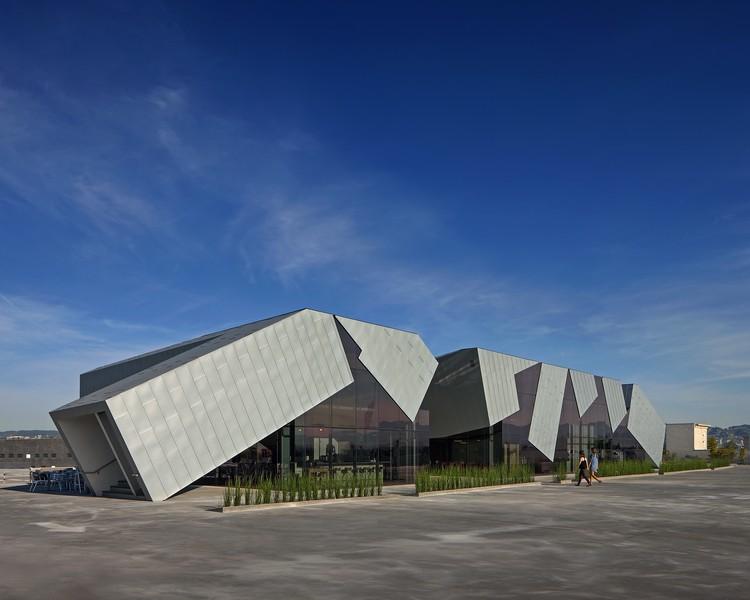 Pterodactyl / Eric Owen Moss Architects. Image via AIA