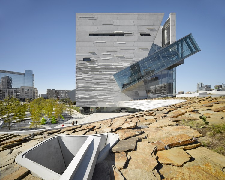 Perot Museum of Nature and Science / Morphosis Architects; Associate Architect: Good Fulton & Farrell. Image via AIA