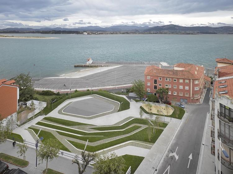 San Martín de la Mar Square  / Zigzag Arquitectura, © Roland Halbe