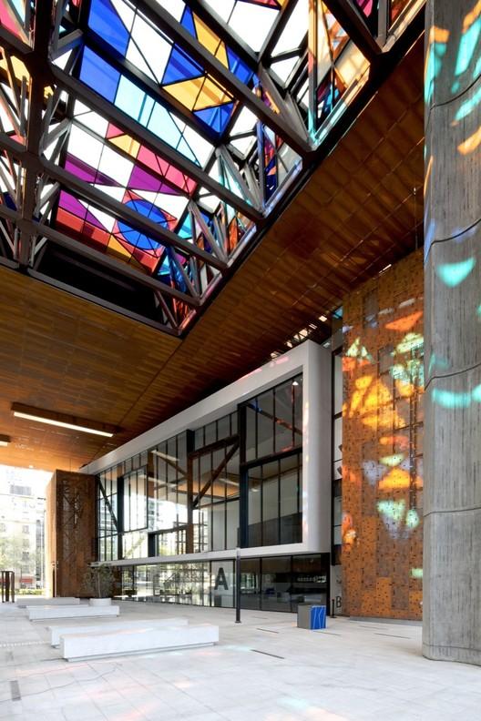 Gabriela Mistral Cultural Center / Cristián Fernández Arquitectos, Lateral Arquitectura & Diseño. Image © Nico Saieh