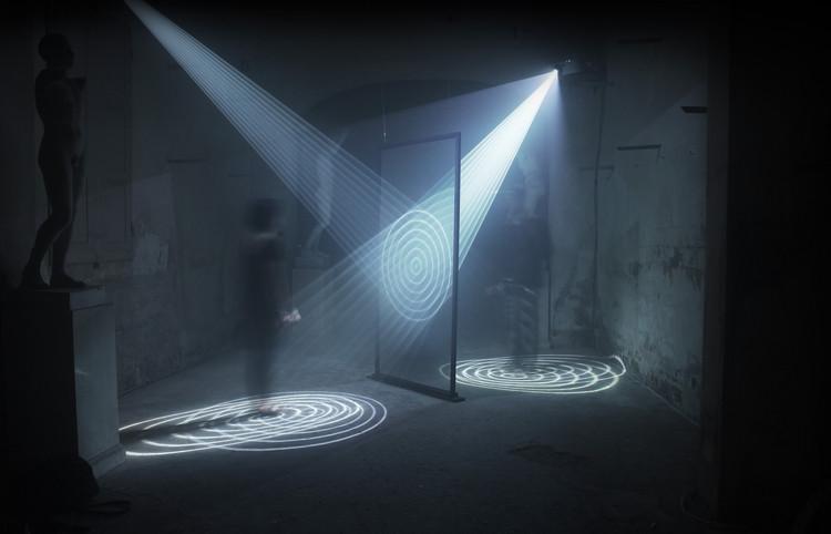 """""""Continuum"""": Representación lumínica de la coexistencia de una dualidad, Cinzia Campolese"""