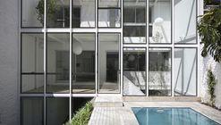 Fernandez House / Adamo Faiden
