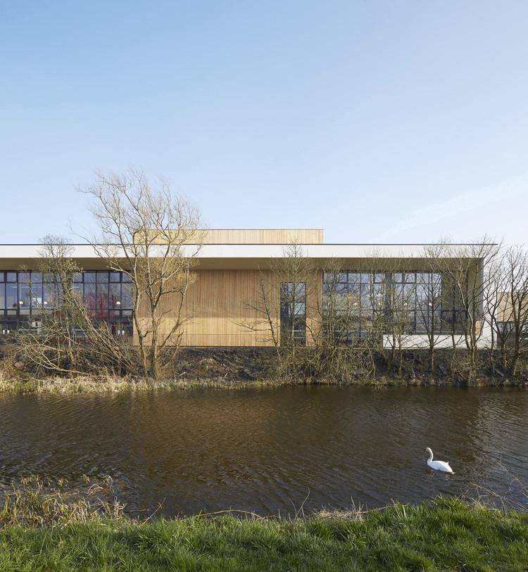 Lairdsland Primary School / Walters & Cohen, © Dennis Gilbert