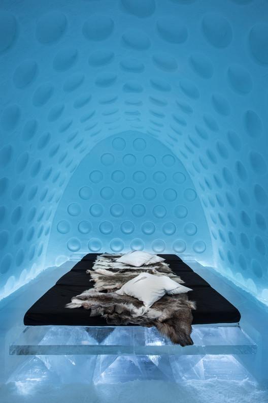 Art Suite 2016. Under the Arctic Skin by Rob Harding & Timsam Harding. Image © Icehotel, Asaf Kliger. www.icehotel.com