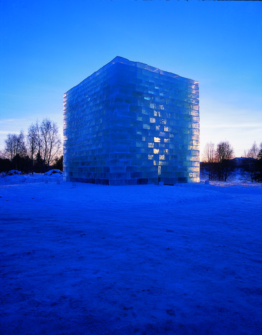 Oblong Voidspace - Jene Highstein & Steven Holl. The Snow Show, Lapland, 2003 and 2004. Image Courtesy of Fung Collaboratives, Photo Credit: Menne Stenros