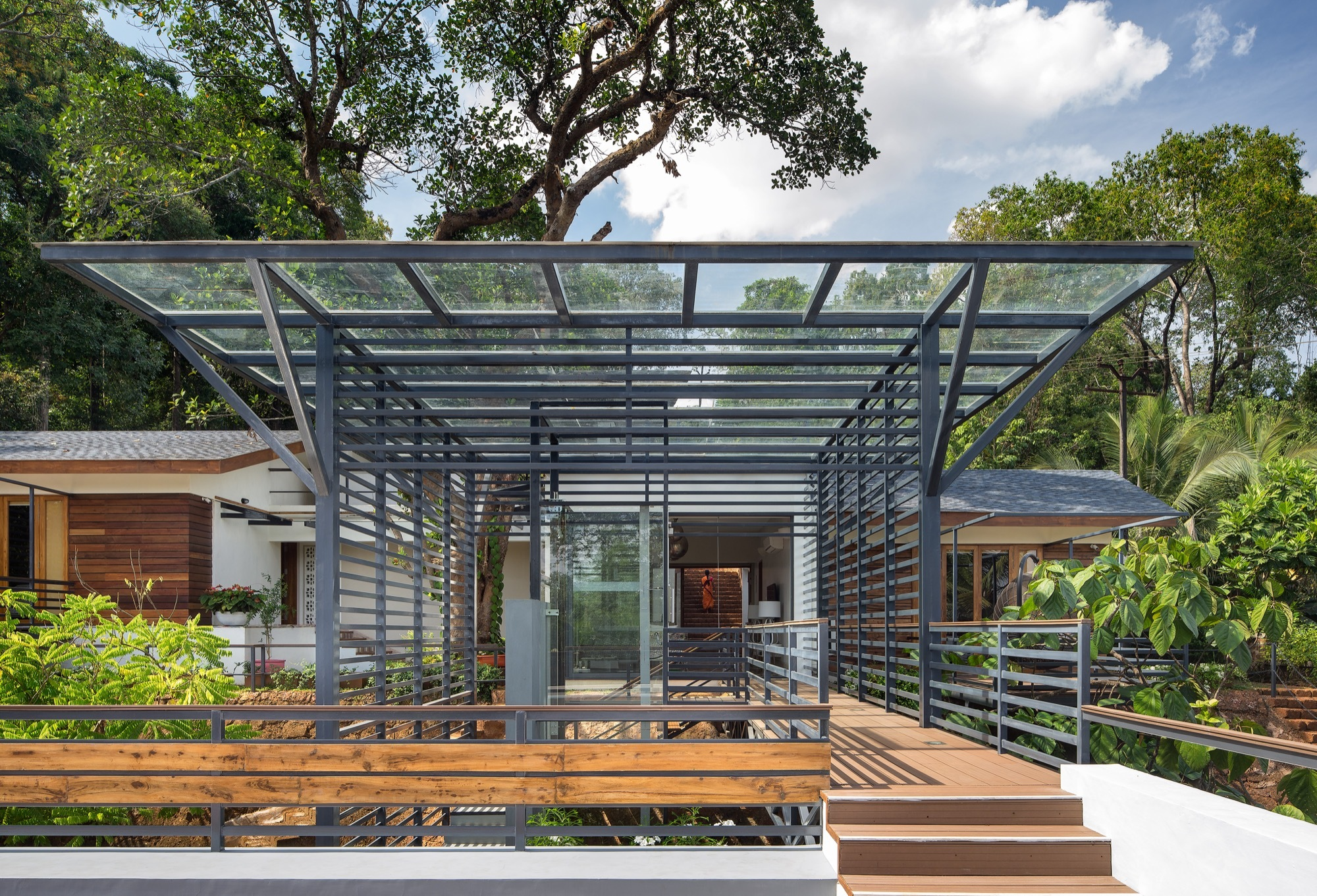 House Around A Split Level Courtyard Rubber Soul Archdaily