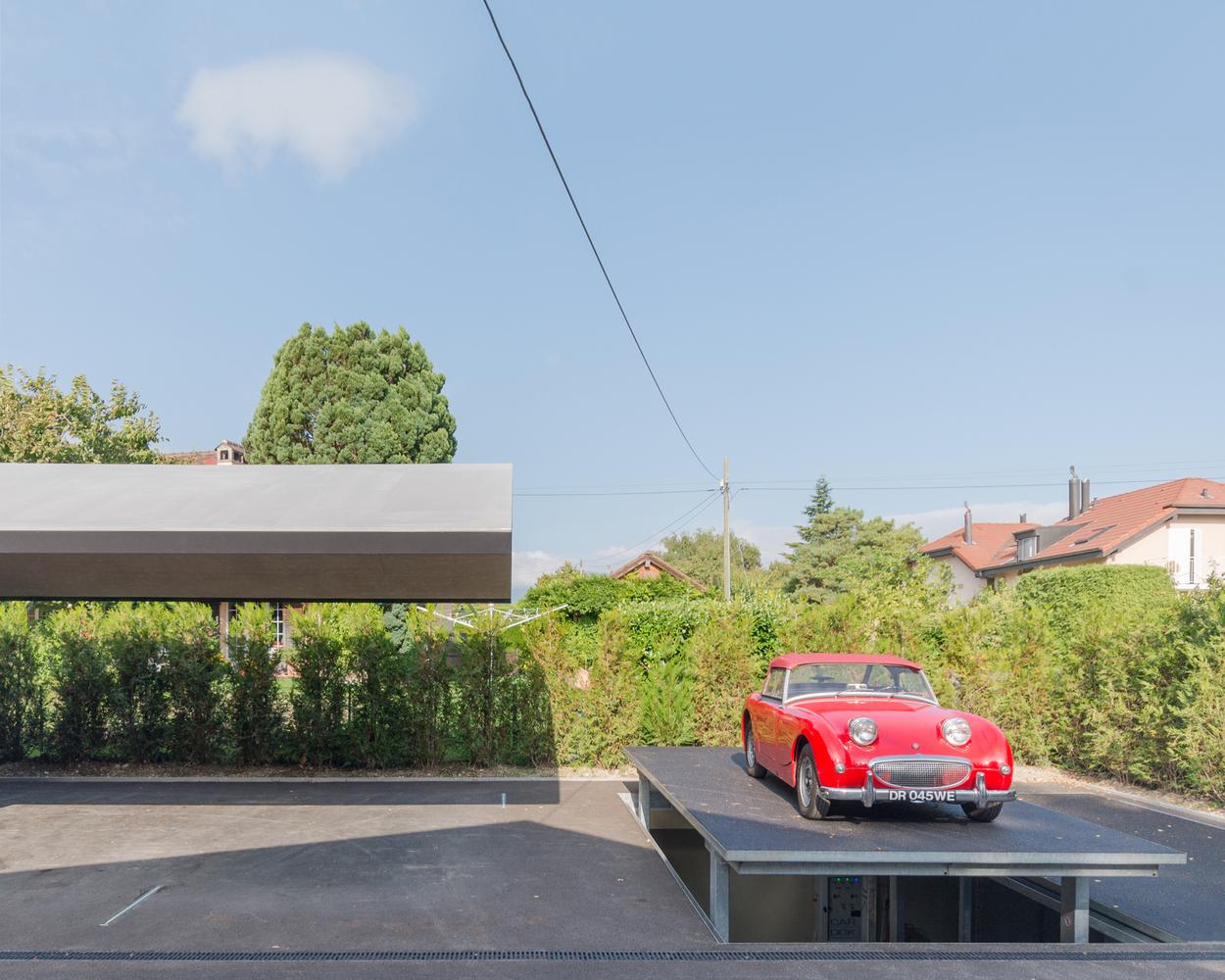 Underground Carport and Car Display,© Alan Hasoo