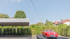 Garaje y exhibición de automóviles subterráneo / b29 architectes