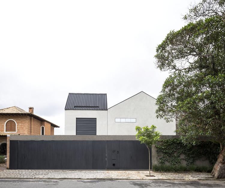 Sumaré House / Felipe Hess, © Fran Parente