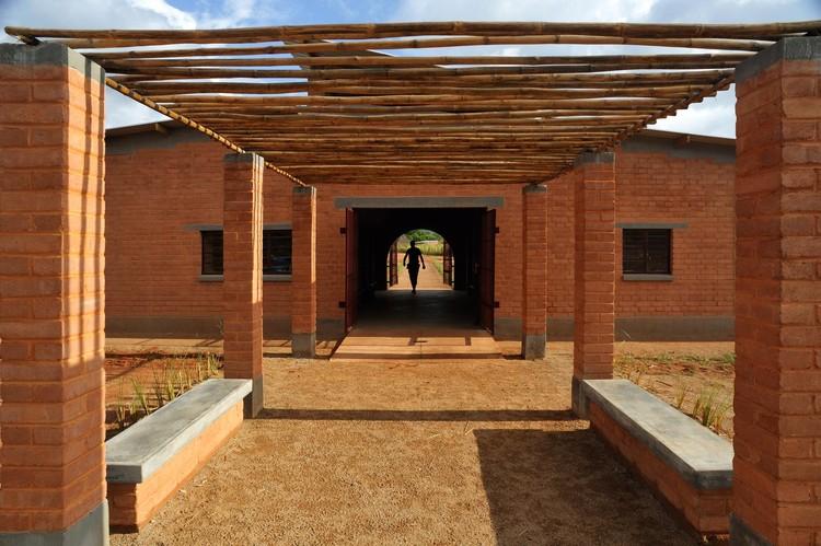 Centro Comunitário de Manica / Alina Jerónimo + Paulo Carneiro + Architecture for Humanity, © Edgar Lange