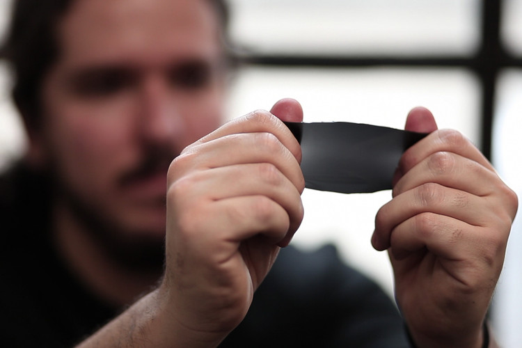 MIT Research Team Develops Affordable Smart Glass Alternative, © Melanie Gonick/MIT