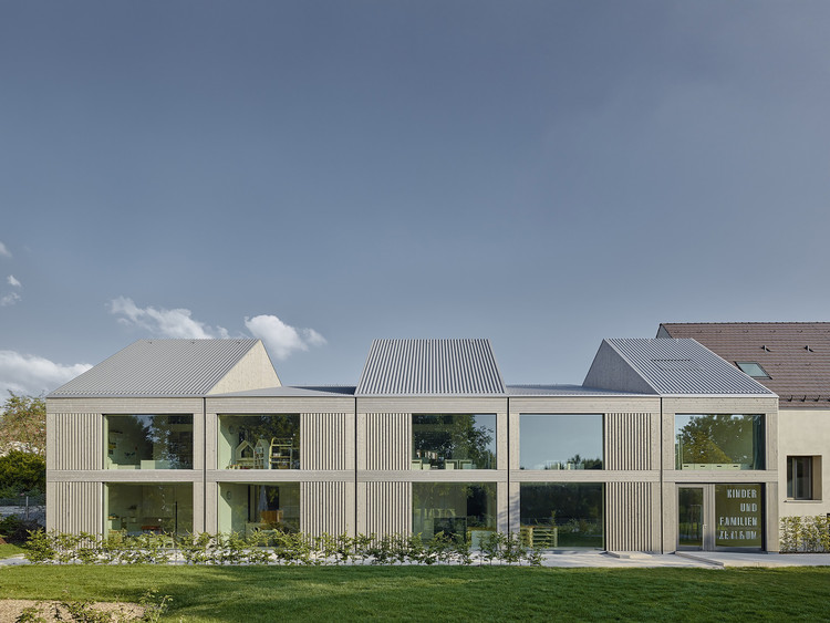 children and family center in ludwigsburg von m archdaily. Black Bedroom Furniture Sets. Home Design Ideas