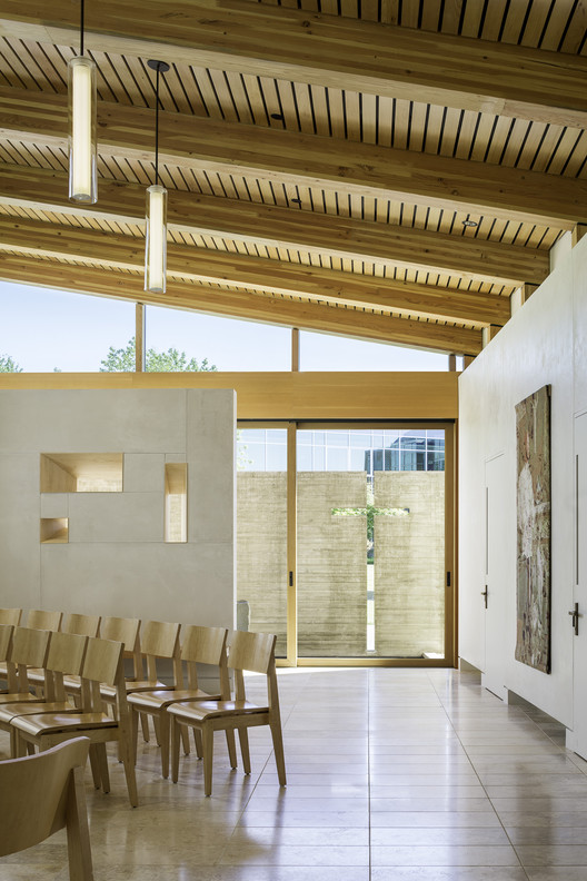 Wood in Education Buildings: Our Lady of Montserrat Chapel; Seattle, WA / Hennebery Eddy Architects. Image © Andrew Pogue