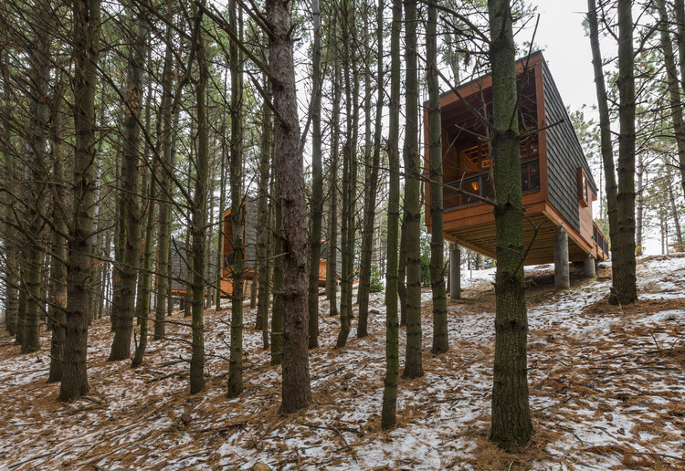 Beauty of Wood—Craft: Whitetail Woods Regional Park Camper Cabins; Empire Township, MN / HGA Architects and Engineers. Image © Paul Crosby