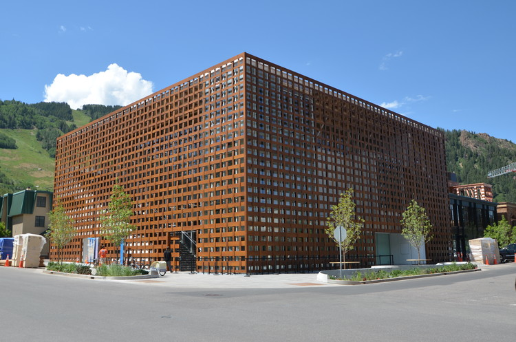 Aspen Art Museum; Aspen, CO / Shigeru Ban Architects. Image © Greg Kingsley, KL&A Inc.