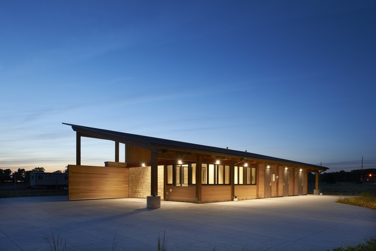 Terry Trueblood Boathouse; Iowa City, IA / ASK Studio. Image © Cameron Campbell, Integrated Studio