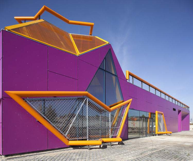 Rivas Vaciamadrid Youth Center / Mi5 Arquitectos. Image Courtesy of Mi5VR