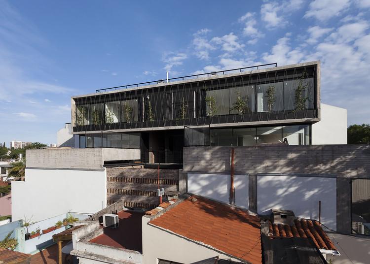Edificio de Viviendas Acha / MONOBLOCK, © Javier Agustín Rojas